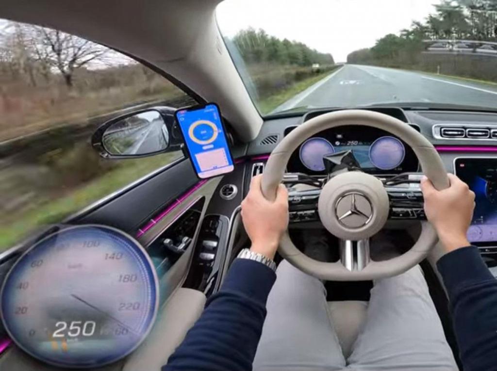 Mercedes S 500a 250 km/h (reprodução YouTube «AutoTopNL»)