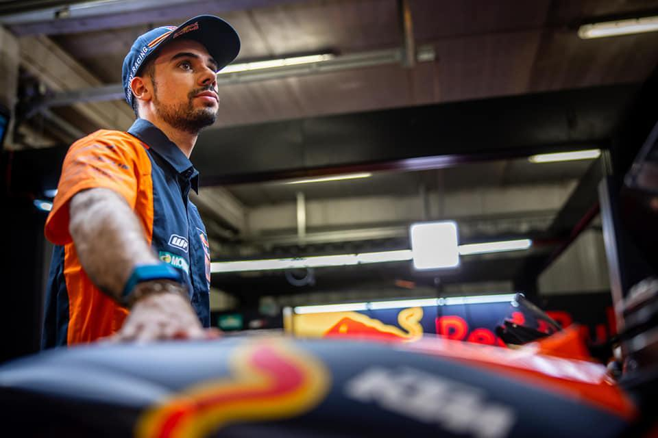Miguel Oliveira com a KTM RC16 (imagem Facebook Miguel Oliveira)