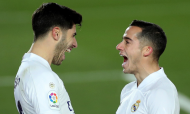 Marco Asensio e Lucas Vázquez festejam golo no Real Madrid-Celta de Vigo (Emilio Naranjo/EPA)