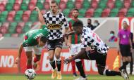 Marítimo-Boavista: Guitane, Show e Nuno Santos na luta pela bola (Homem de Gouveia/LUSA)