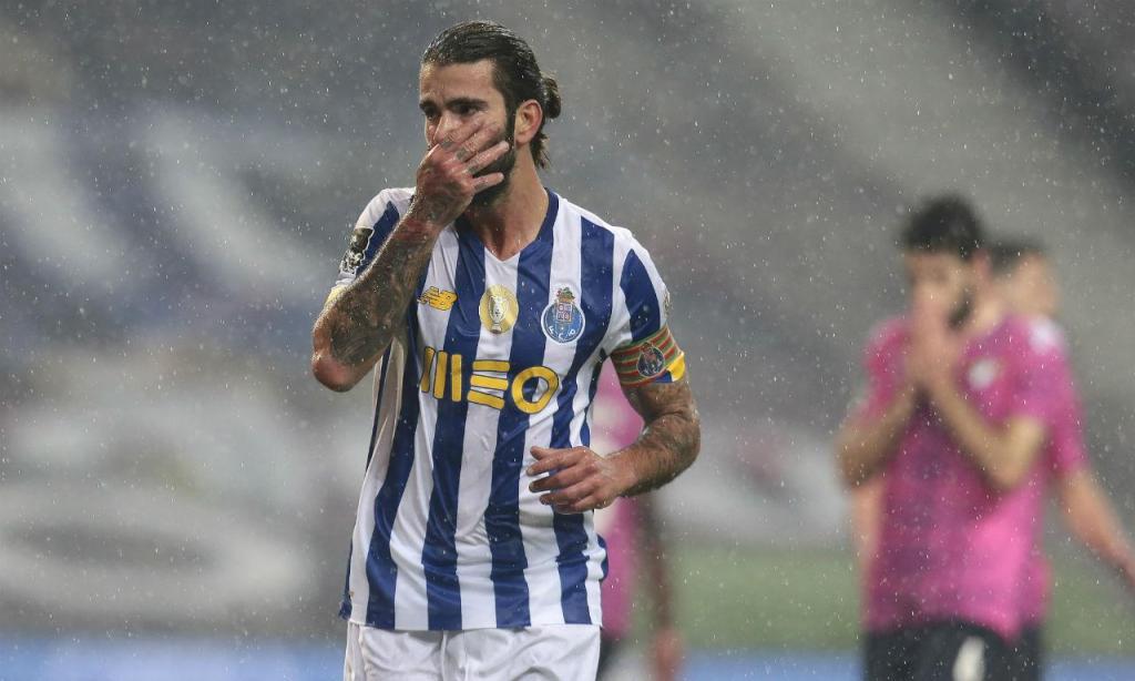 As imagens do FC Porto-Moreirense (EPA/MANUEL FERNANDO ARAUJO)