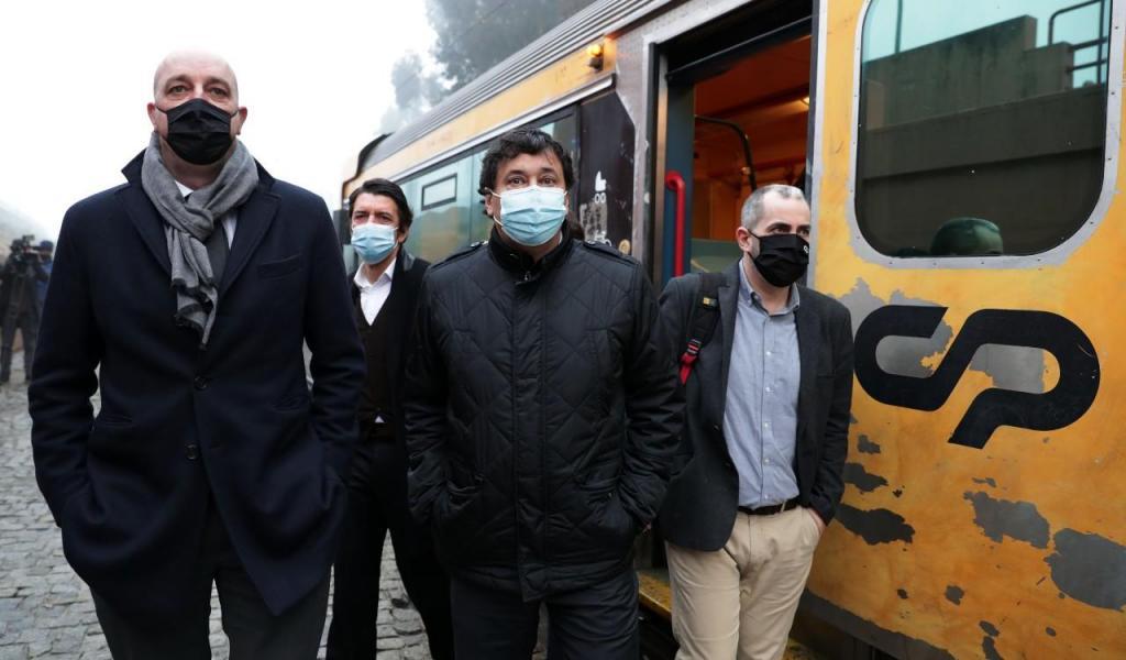 O presidente da CP, Nuno Freitas, e o secretário de Estado das Infraestruturas, Jorge Delgado, à chegada ao Complexo  Ferroviário de Guifões