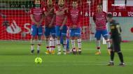 O golo de livre de Messi a Rui Silva no Granada-Barcelona