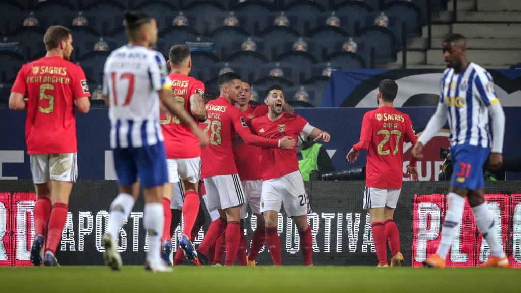 Benfica festeja o 0-1 de Grimaldo no Estádio do Dragão (Estela Silva/LUSA)