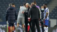 Jesus abraça Marchesín no final do FC Porto-Benfica (Estela Silva/LUSA)