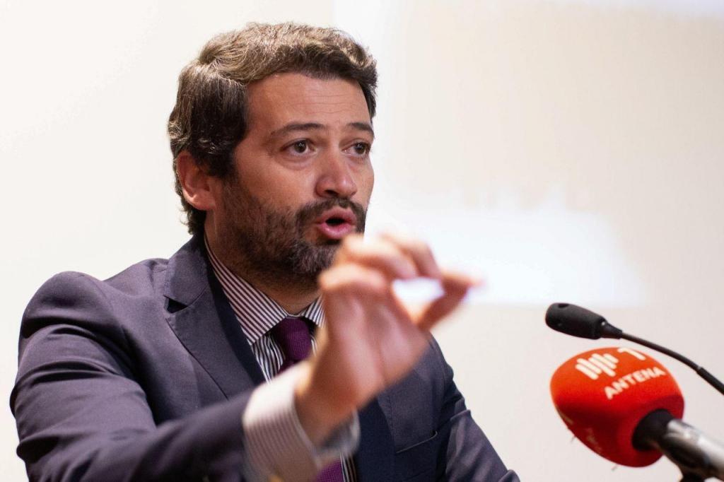 André Ventura visita Oficina da Castanha, em Bragança