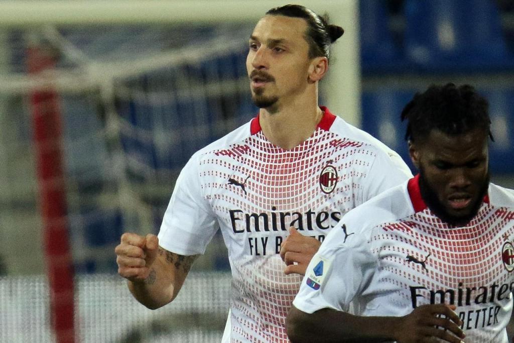 Ibrahimovic regressa com dois golos ao Cagliari