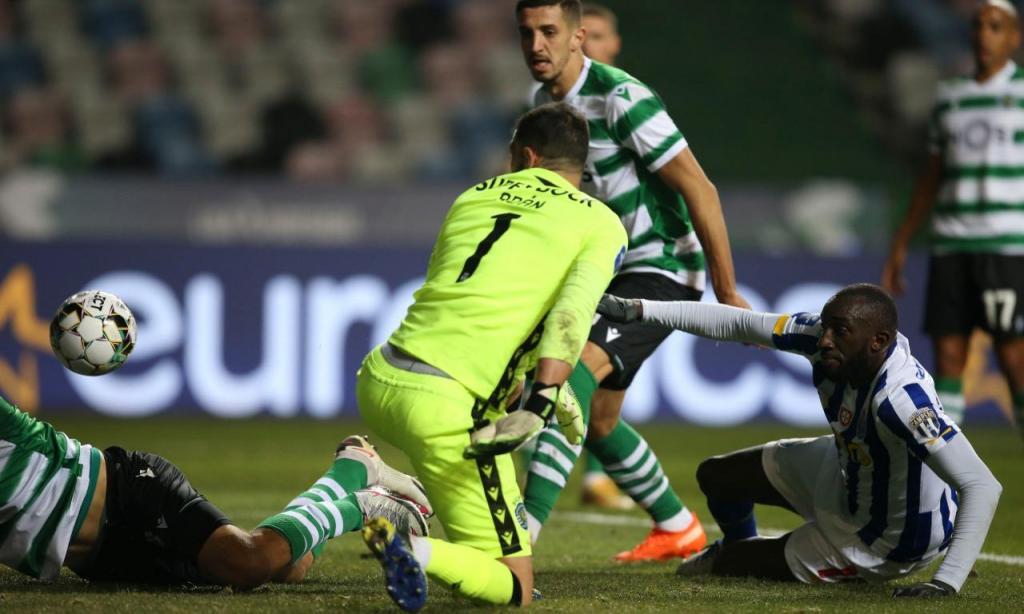 Taça da Liga: Sporting-FC Porto, Marega atira ao poste (Paulo Cunha/LUSA)
