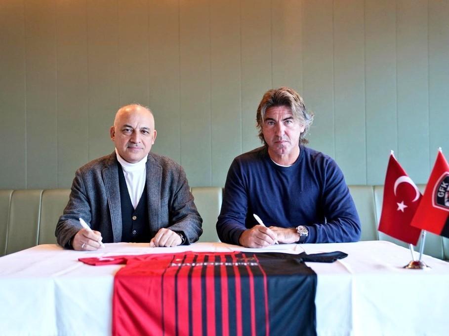 Sá Pinto confirmado como novo treinador do Gaziantep