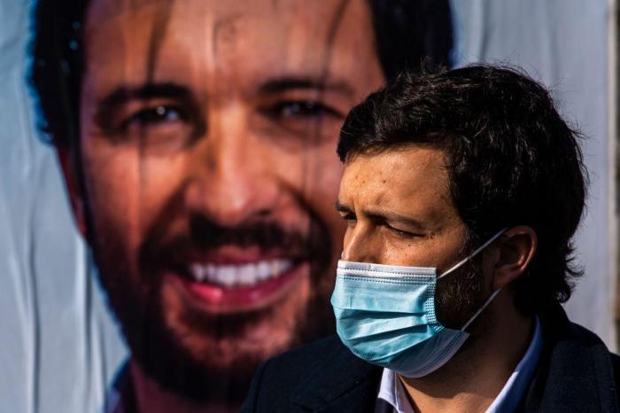 João Ferreira visita uma assembleia de voto em Alverca do Ribatejo