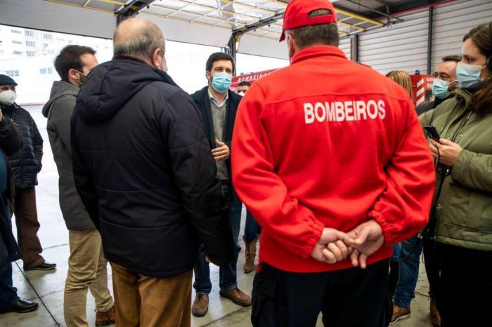 João Ferreira visita quartel dos Bombeiros Voluntários de Sacavém