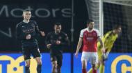 Phil Foden festeja o golo que iniciou a reviravolta do Manchester City frente ao Cheltenham (Nick Potts/AP)