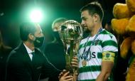 Pedro Proença entrega Taça da Liga a Sebastián Coates (LUSA)