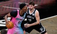 Bam Adebayo contra Joe Harris no Brooklyn Nets-Miami Heat, 128-124 (Frank Franklin II)