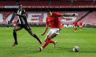 Benfica-Nacional: lance entre Darwin e Pedrão (Manuel de Almeida/LUSA)