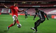 Benfica-Nacional: lance entre Witi e João Ferreira (Manuel de Almeida/LUSA)