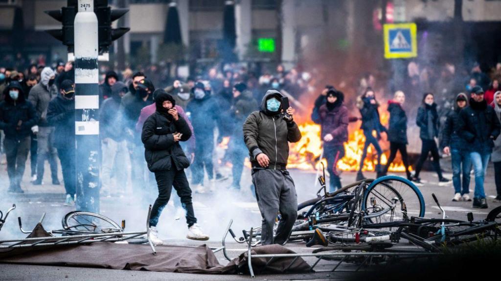 Protestos anticonfinamento nos Países Baixos