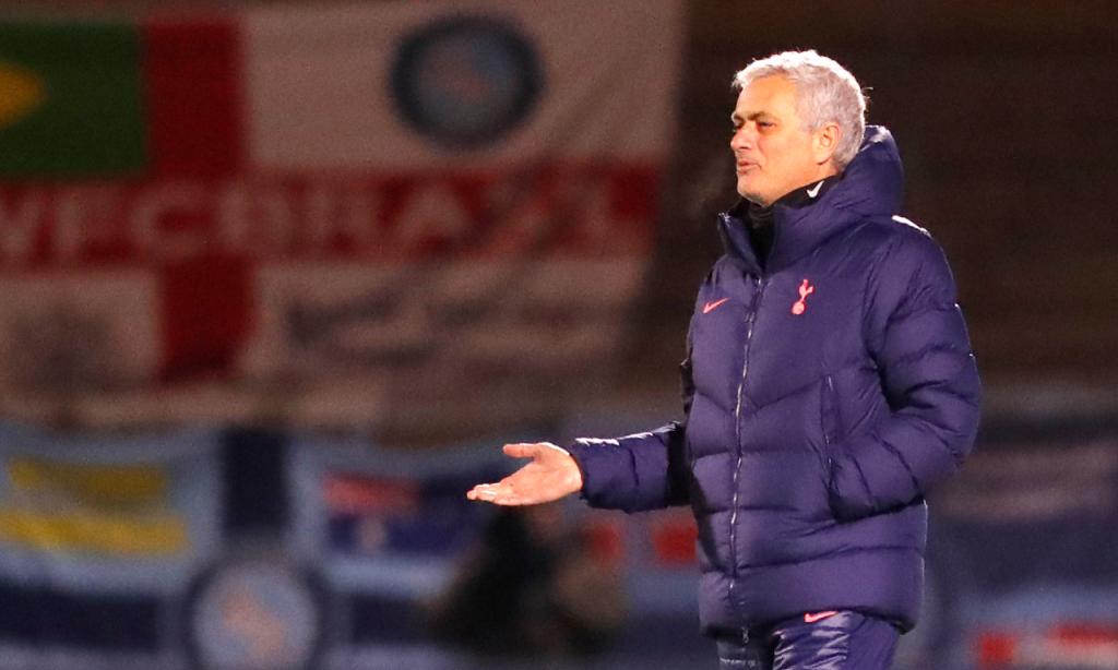 José Mourinho no Wycombe-Tottenham (Frank Augstein/AP)