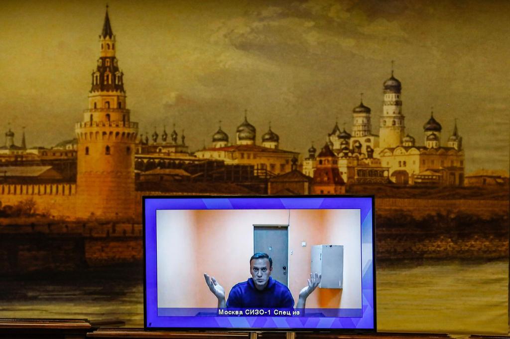 Alexei Navalny ouvido por tribunal de Moscovo