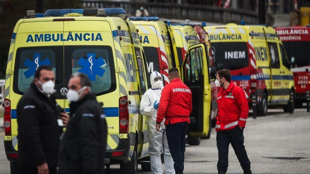 Ambulâncias fazem fila no Hospital de Santa Maria