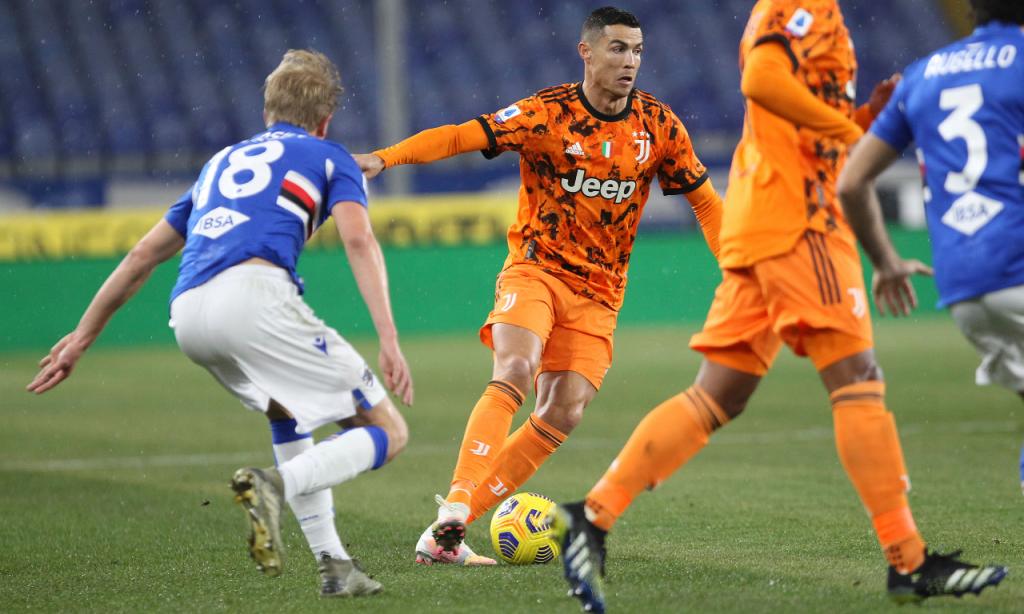 Cristiano Ronaldo em ação no Sampdoria-Juventus (Tano Pecoraro/AP)