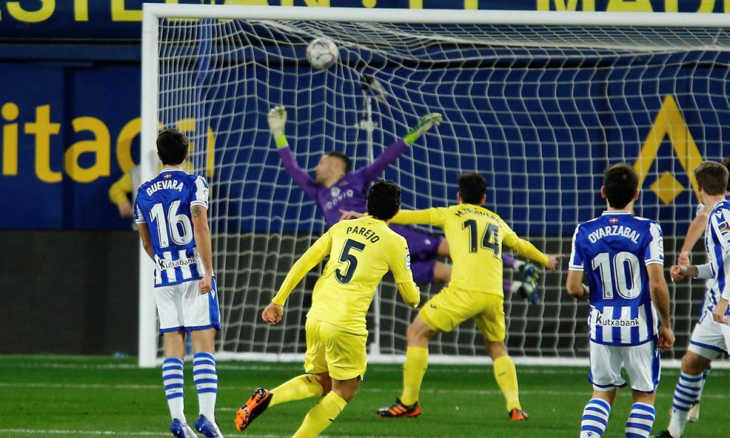 Parejo marcou golaço, mas Villarreal sofreu empate ante a Real Sociedad na compensação (Domenech Castello/AP)