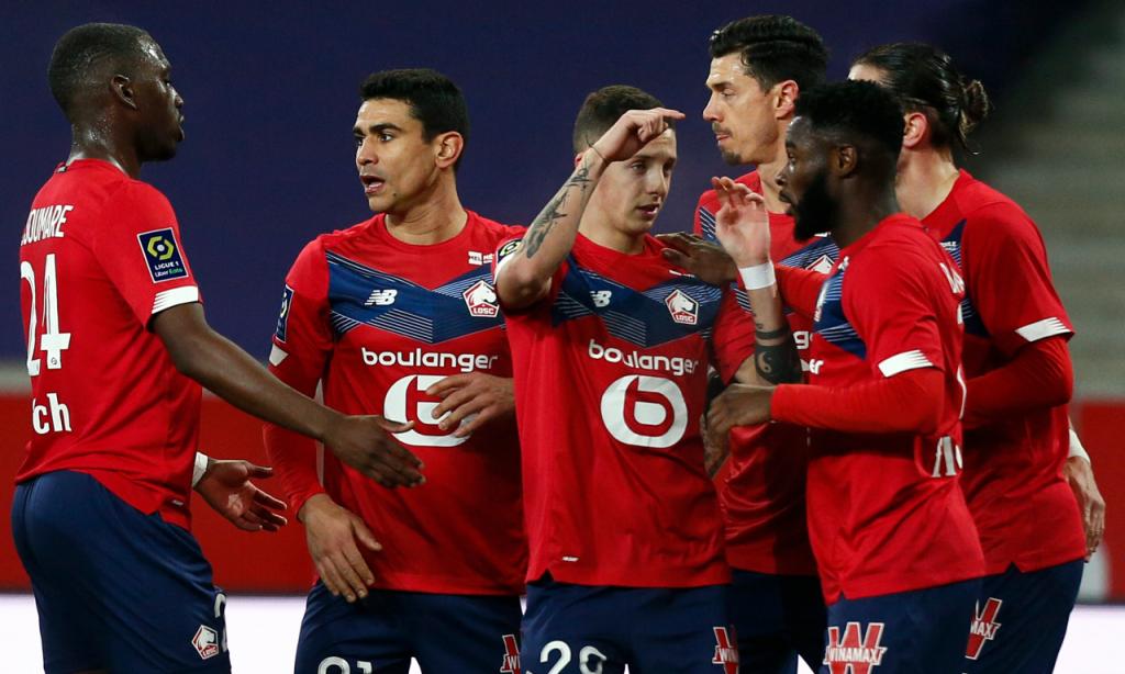 Lille, com José Fonte, festeja golo de Yazici na vitória com o Dijon (Michel Spingler/AP)