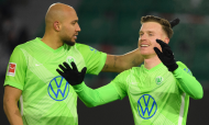 Yannick Gerhardt e John Brooks festejam um dos golos da vitória por 3-0 do Wolfsburgo ante o Friburgo (Swen Pfortner/AP)