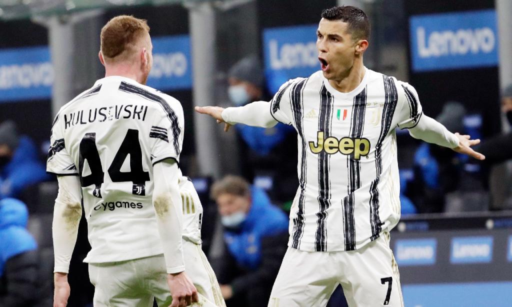 Cristiano Ronaldo festeja o bis ante o Inter, na primeira mão da meia-final da Taça de Itália (Luca Bruno/AP)