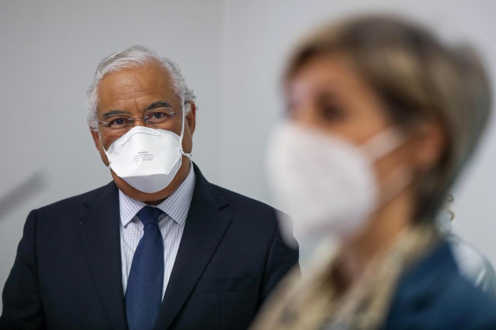 António Costa acompanha o processo de vacinação nos centros de saúde