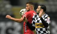 Lance entre Pedrinho e Adil Rami no Boavista-Gil Vicente (Fernando Veludo/LUSA)
