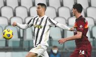 Cristiano Ronaldo contra Kumbulla no Juventus-Roma (Marco Alpozzi/AP)