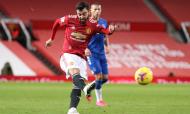 Bruno Fernandes remata para um golaço no 2-0 do Manchester United-Everton (Alex Pantling/AP)