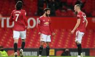Bruno Fernandes festeja com Cavani e McTominay o golaço no Manchester United-Everton (Michael Regan/AP)