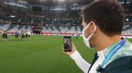 Abel liga para família durante reconhecimento do estádio do Mundial de Clubes (foto Palmeiras)