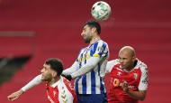 Taremi salta com Tormena e Raúl Silva no Sp. Braga-FC Porto (Hugo Delgado/LUSA)
