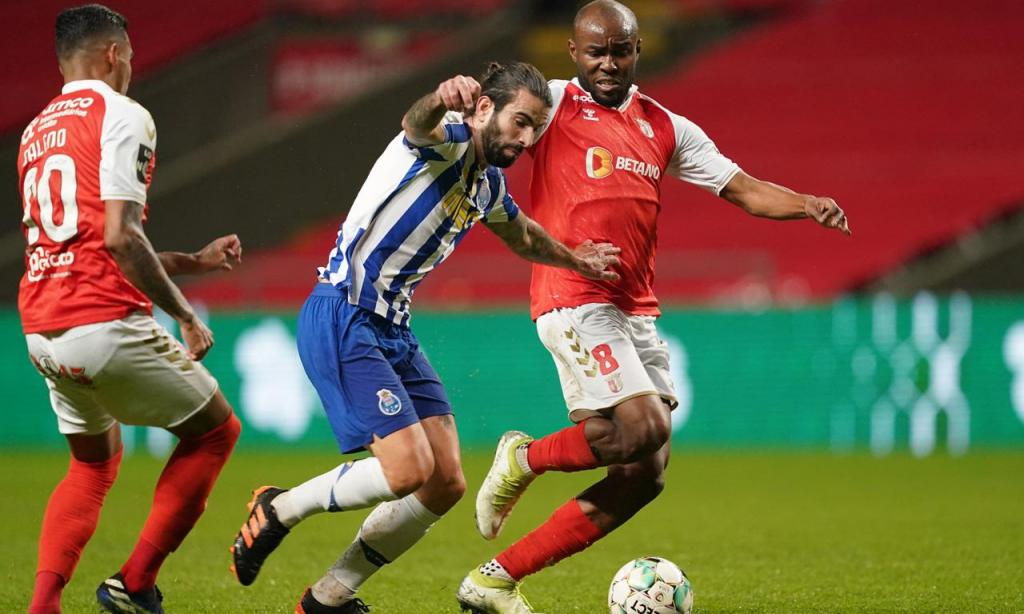 Sérgio Oliveira e Al Musrati no Sp. Braga-FC Porto (Hugo Delgado/LUSA)