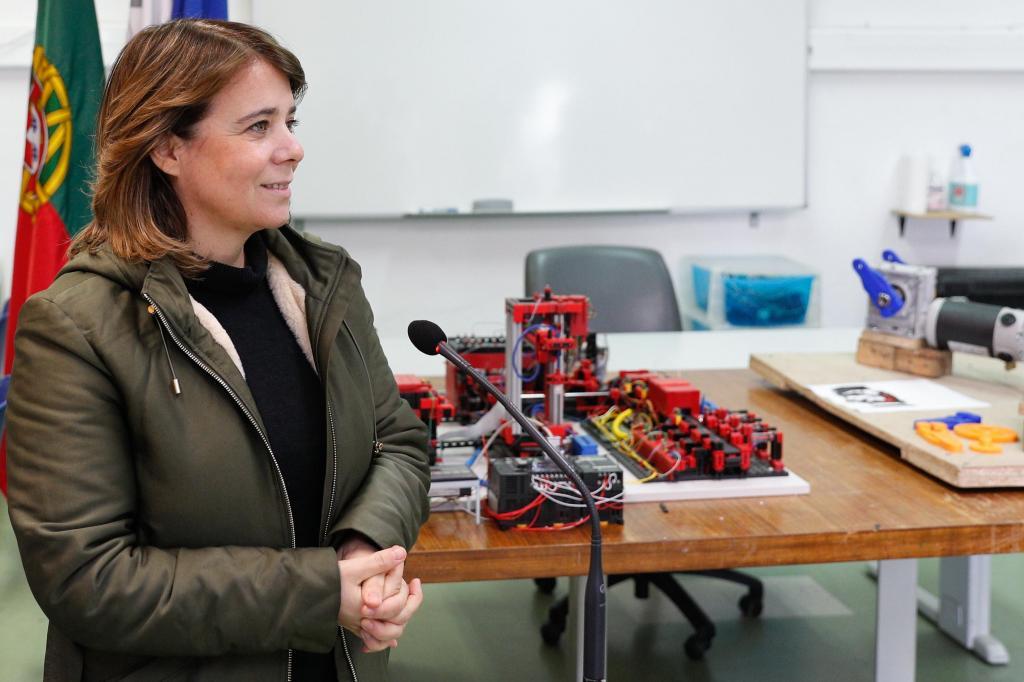 Catarina Martins reúne com a direção da Escola Profissional de Almada