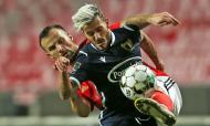 Seferovic e Diogo Figueiras no Benfica-Famalicão (Manuel Almeida/LUSA)