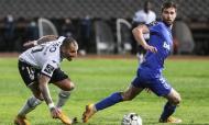 Ricardo Quaresma contra Rúben Lima no Belenenses-Vitória Guimarães (Tiago Petinga/LUSA)