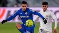 Lance entre Marvin Olawale e Cucho Hernández no Real Madrid-Getafe (Bernat Armangue/AP)