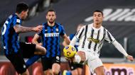 Lance entre Cristiano Ronaldo e Bastoni no Juventus-Inter de Milão, da Taça de Itália (Marco Alpozzi/AP)