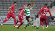 Pedro Gonçalves trabalha sobre Baraye e Claude Gonçalves no Gil Vicente-Sporting (Hugo Delgado/LUSA)