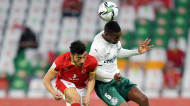 Akram Tawfik e Patrick de Paula no Al Ahly-Palmeiras (Noushad Thekkayil/AP)
