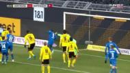 Hesitação tremenda do guarda-redes do Dortmund acaba em golo