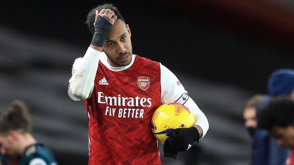 Aubameyang marcou três ao Leeds e levou a bola para casa