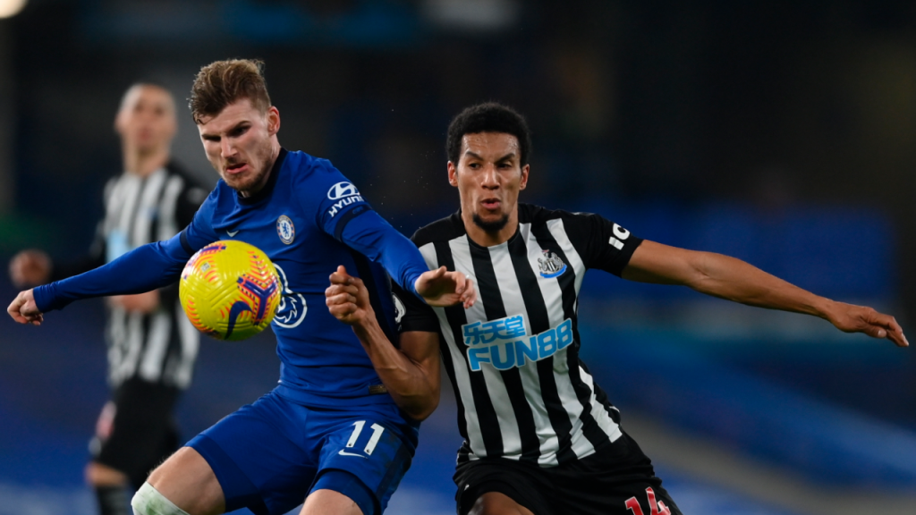 Timo Werner e Isaac Hayden no Chelsea-Newcastle (Mike Hewitt/AP)