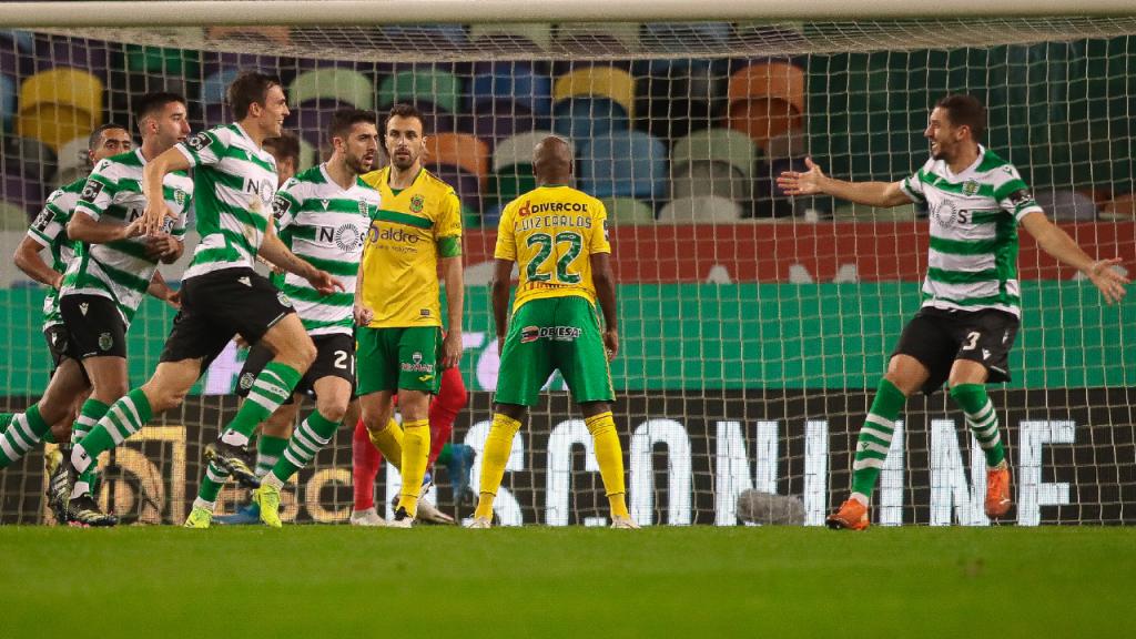 João Palhinha festeja com Feddal o 2-0 no Sporting-Paços de Ferreira (Mário Cruz/LUSA)