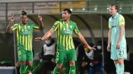 Jhon Murillo festeja o 1-0 com Bebeto no Tondela-Marítimo, perante o desconsolado Soderstrom (Nuno André Ferreira/LUSA)