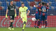Levante festeja o 1-0 ante o Atlético de Madrid, perante Oblak (Kai Foersterling/EPA)